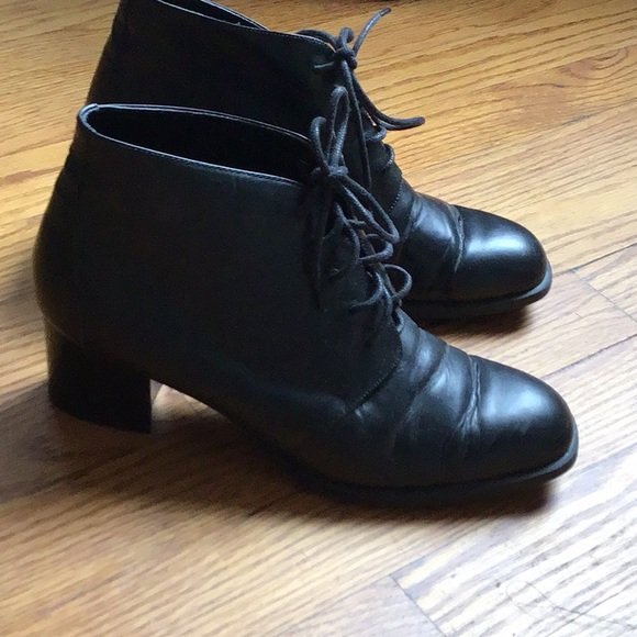 eb2b242c4eb84 Vintage Black Lace Up Block Heel Ankle Boots